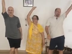 """Anupam Kher Presents The """"Mother Of All Dances"""" In This ROFL Clip With Mom Dulari And Brother Raju"""