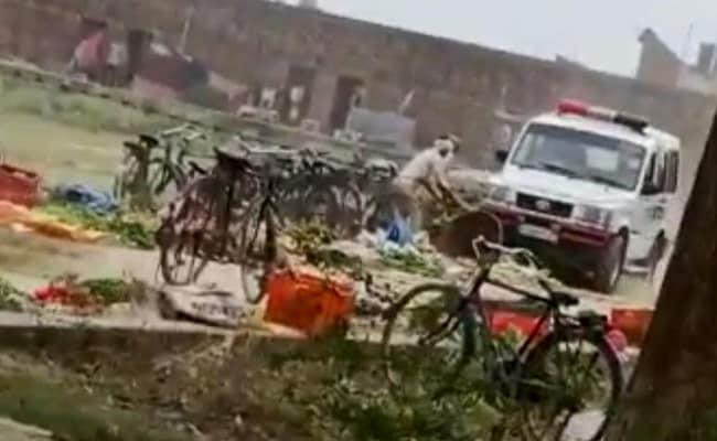 यूपी पुलिस के सब-इंस्पेक्टर ने सब्जी की दुकानों को अपनी गाड़ी से रौंदा, VIDEO VIRAL