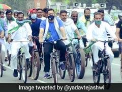 पेट्रोल, डीज़ल और रसोई गैस की बढ़ती कीमतों के विरोध में RJD नेता तेजस्वी यादव ने निकाला साइकिल मार्च