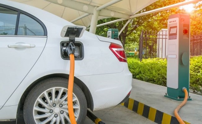 Hindustan Petroleum Signs Agreement To Set Up EV Charging Points