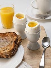 Health And Nutrition Tips: अंडा खाते समय भूलकर भी न करें ये चार गलतियां, सेहत के लिए हो सकता है नुकसानदायक!