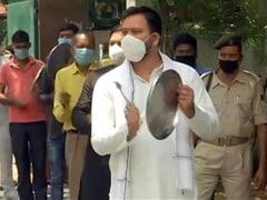तेजस्वी यादव, राबड़ी देवी और तेज प्रताप ने अमित शाह की वर्चुअल रैली का किया विरोध, कार्यकर्ताओं संग बजाई थाली