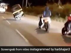 ड्राइवर ने दो टायर पर दौड़ाया ऑटो, भज्जी बोले- 'गाड़ी चला रहा है या मजाक कर रहा है' - देखें Video