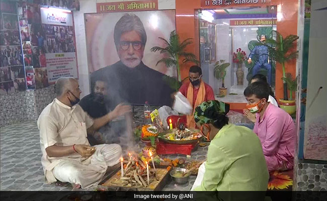 Non-Stop 'Yagna' In Kolkata For Bachchan Family's Recovery From COVID-19