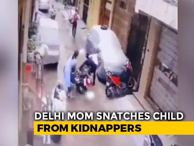 Video : On Camera, Delhi Woman Fights Off Kidnappers To Save 4-Year-Old Daughter