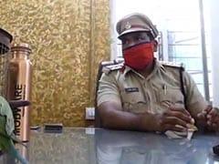 मंदसौर में तोते ने दो पक्षों में विवाद करा दिया, पुलिस थाने में इंस्पेक्टर की तरकीब से सुलझा मामला