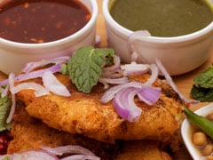 <i>Pyazi Kebabs</i> With Tomato <i>Chutney</i> Will Make You Forget All Other Monsoon Evening Snacks!