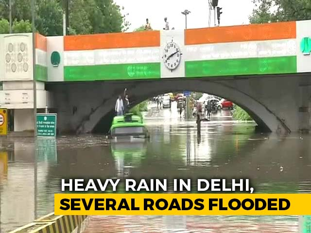 Video : Heavy Rain In Delhi, Nearby Areas, Several Key Roads Flooded