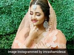 रशमी देसाई ने ऑरेंज लहंगे में खुद की खूबसूरत Pics की शेयर, कुछ इस अंदाज में आईं नजर