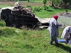 पाकिस्तान में ट्रेन और बस की टक्कर में 21 लोगों की मौत, मरने वालों में ज्यादातर सिख तीर्थयात्री