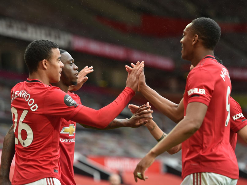 Man Utd put five past Bournemouth, Chelsea retain top four place