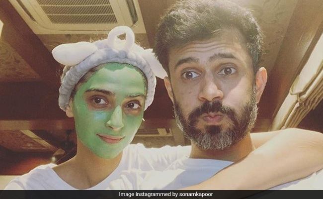 Sonam Kapoor Did The 'Most Bad-A** Girlfriend Thing Ever' For Anand Ahuja