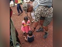 ITBP का मानवीय चेहरा, नक्सल प्रभावित इलाकों में आदिवासियों को दे रहे हैं खाना, दवा और कपड़े