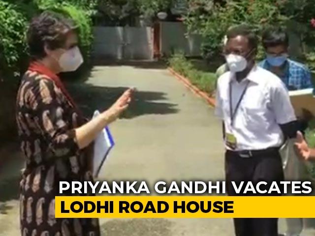 Video : Priyanka Gandhi Hands Over Lodhi Estate Bungalow, Moves Out