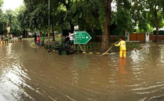 दिल्ली में भारी बारिश के बाद हुए जलजमाव को लेकर गौतम गंभीर का तंज, केजरीवाल से पूछा यह सवाल...