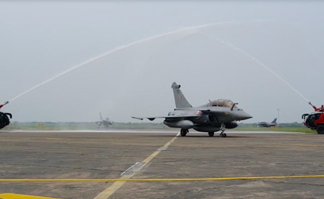Rafale Jets News: Water Salute For Rafale Fighters At Ambala Air ...