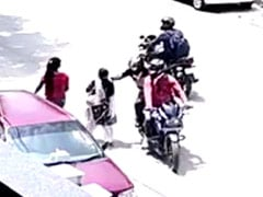 In Posh Delhi Locality, 2 Men On Bike Snatch Gold Chain. Caught On CCTV