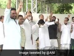 Rajasthan Crisis: सीएम गहलोत ने किया शक्ति प्रदर्शन, विधायकों को जुटाकर दिखाई विजयी मुद्रा