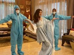 रवीना टंडन ने 4 महीने बाद अपने घर पर की विज्ञापन की शूटिंग, 2 क्रू मेंबर के साथ यूं निपटाया काम