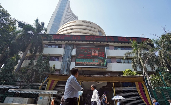 Sensex, Nifty Off Day's Lows; IT Stocks Gains, Banking Shares Fall