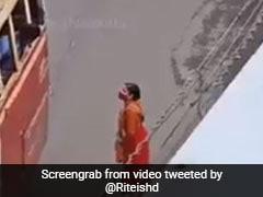 दिव्यांग शख्स की मदद के लिए महिला ने किया कुछ ऐसा, रितेश देशमुख Video शेयर कर बोले- इनके जैसा बनने का लक्ष्य...
