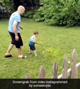 बेटे को गोल्फ खेलना सिखा रहा था पिता, नहीं लगा शॉट तो बच्चे ने ऐसे निकाला गुस्सा... देखें Viral Video
