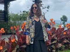 नीना गुप्ता ने ब्लैक शर्ट और स्कर्ट में शेयर की अपनी खूबसूरत Pics, कुछ इस अंदाज में आईं नजर