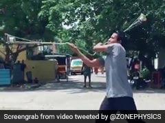 ग्लास में पानी भरकर शख्स ने दिखाए ऐसे करतब, एक बूंद नहीं गिरी जमीन पर... देखें Viral Video