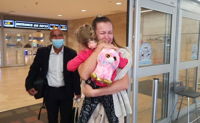 3-Year-Old Returns To Israel After 6 Months Of Accidental COVID-19 Exile