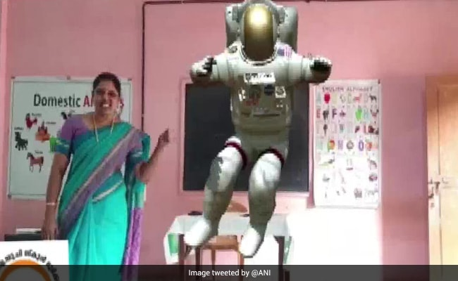 Astronaut In The Room: Augmented Reality In Web Classes In Kerala School