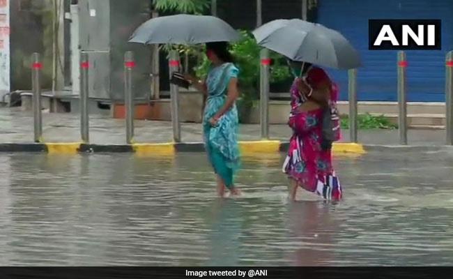 Mumbai Rains Update: मुंबई में हाईटाइड को लेकर BMC ने जारी की चेतावनी, कहा- समुद्र किनारे से दूर रहें लोग