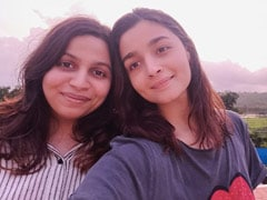 "Nothing To See Here. Just ""Two Sweet Peas"" Alia Bhatt And Shaheen Glowing Pink In The Setting Sun"
