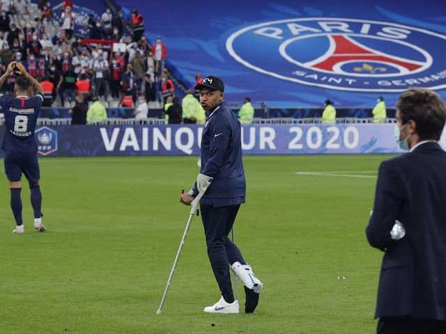 """Everyone Is Worried"""": Kylian Mbappe On Crutches As Champions ..."""