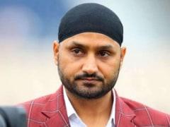 हरभजन सिंह ने उड़ाया कोरोना वैक्सीन का मजाक, तो IPS बोला- 'अगर मैच में टीम इंडिया के हर खिलाड़ी को...'