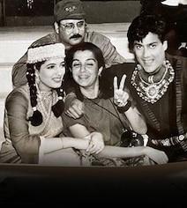 To 'Embarrass' Twinkle Khanna, Farah Khan Shares ROFL 1997 Pic