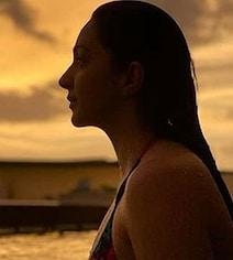 कियारा आडवाणी की Photo ने जीता फैंस का दिल, पूल में रहकर सनसेनट एंजॉय करती नजर आईं एक्ट्रेस