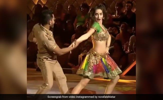 नोरा फतेही ने 'प्रीतम प्यारे' सॉन्ग से स्टेज पर मचाया तहलका, बार-बार देखा जा रहा Video