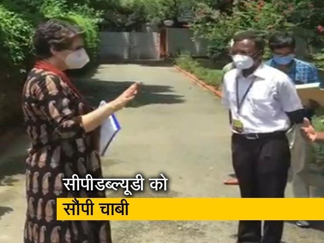 Videos : कांग्रेस नेता प्रियंका गांधी ने खाली किया अपना बंगला