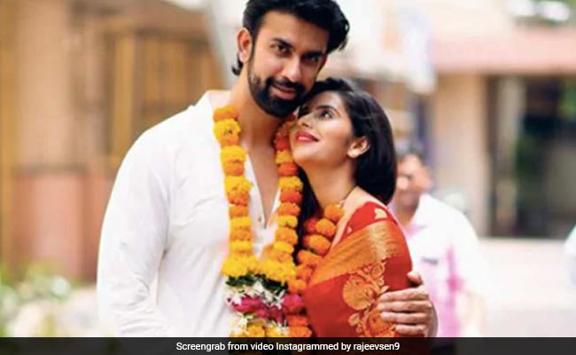 Amid Split Rumours, Sushmita Sen's Brother Rajeev Shares Pic Of Video Call With Wife Charu Asopa