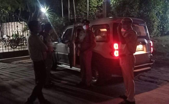 उस रिसॉर्ट में पहुंची राजस्थान पुलिस जहां ठहरे हैं कांग्रेस के बागी विधायक, 20 मिनट इंतजार के बाद वापस लौटी - NDTV India