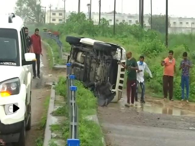 'तुम कार पलटो, हम सरकार पलटेंगे' : उत्तर प्रदेश की राजनीति में 'ब्राह्मण कार्ड'?