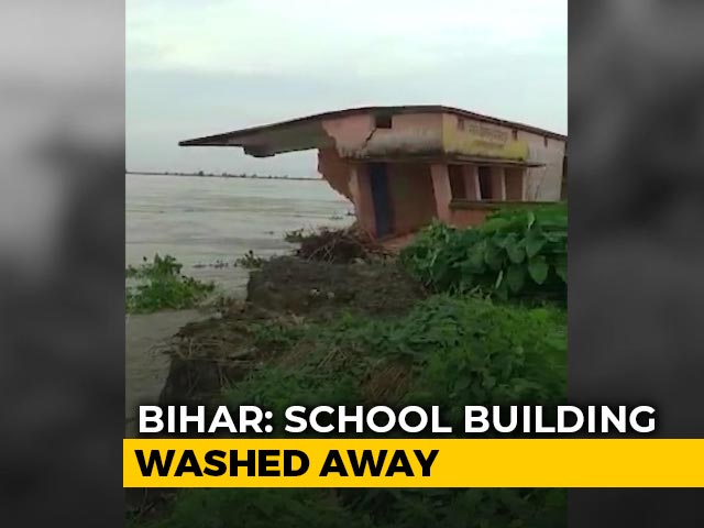 Video : Caught On Camera: School Building Washed Away In Bihar's Kosi River | NDTV Beeps