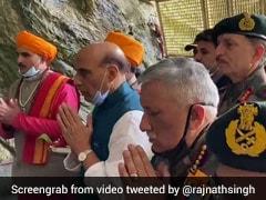 रक्षा मंत्री राजनाथ सिंह ने अमरनाथ में बाबा बर्फानी के दर्शन किए