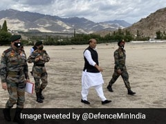 लद्दाख और जम्मू कश्मीर के दो दिवसीय दौरे के लिए लेह पहुंचे रक्षा मंत्री राजनाथ सिंह