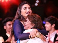 "Guru Purnima 2020 - ""Saroj Khan Made Everything Look Like Poetry In Motion"": Madhuri Dixit Posts Emotional Tribute"