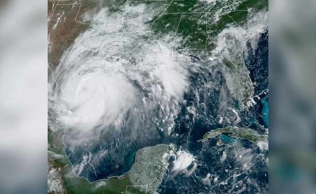 2020's First Hurricane Hanna Roars Ashore In Coronavirus-Hit Texas In US thumbnail