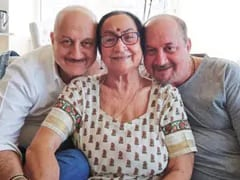 Anupam Kher Shares Video Of His Mother Dulari, Who Had Coronavirus, Being Discharged From Hospital