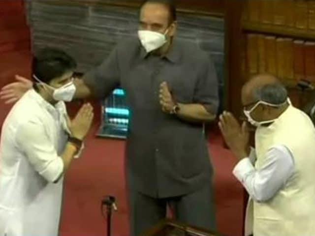 Video : When Jyotiraditya Scindia Came Face-To-Face With Ex-Congress Colleagues