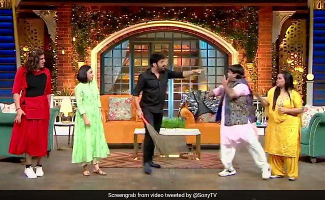 भारती, कृष्णा, कीकू और सुमोना ने की The Kapil Sharma Show शुरू करने की मांग, तभी झाड़ू लेकर आए कॉमेडियन और फिर...
