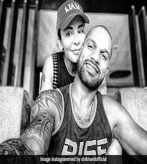 शिखर धवन ने पत्नी के साथ फोटो को इंस्टाग्राम पर पोस्ट कर बयां की 'प्यार की परिभाषा'
